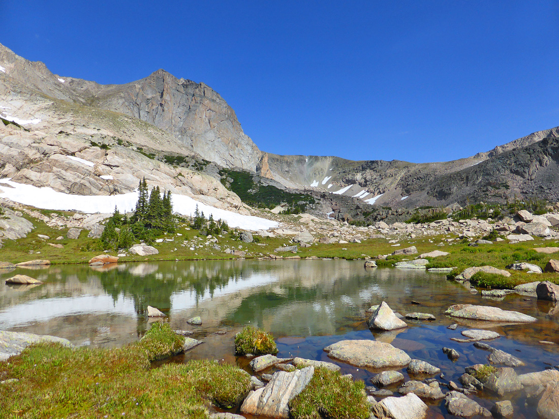 A large, unnamed tarn between Thunder Lake and Lion Lake